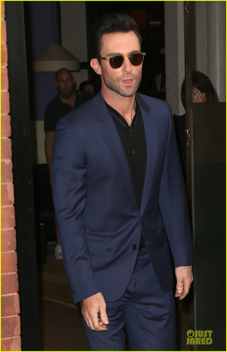 adam levine sings lost stars for begin again 043142028
