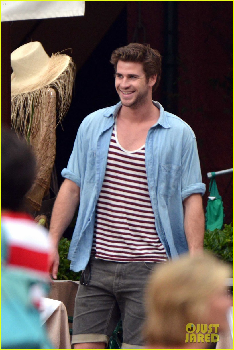liam hemsworth takes a vacation in portofino 02