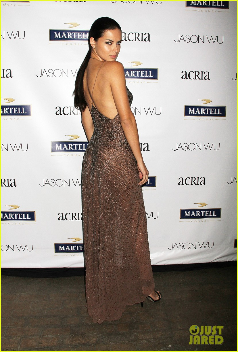 adriana lima jaime king represent jason wu at young friends of acria summer soiree 013133832
