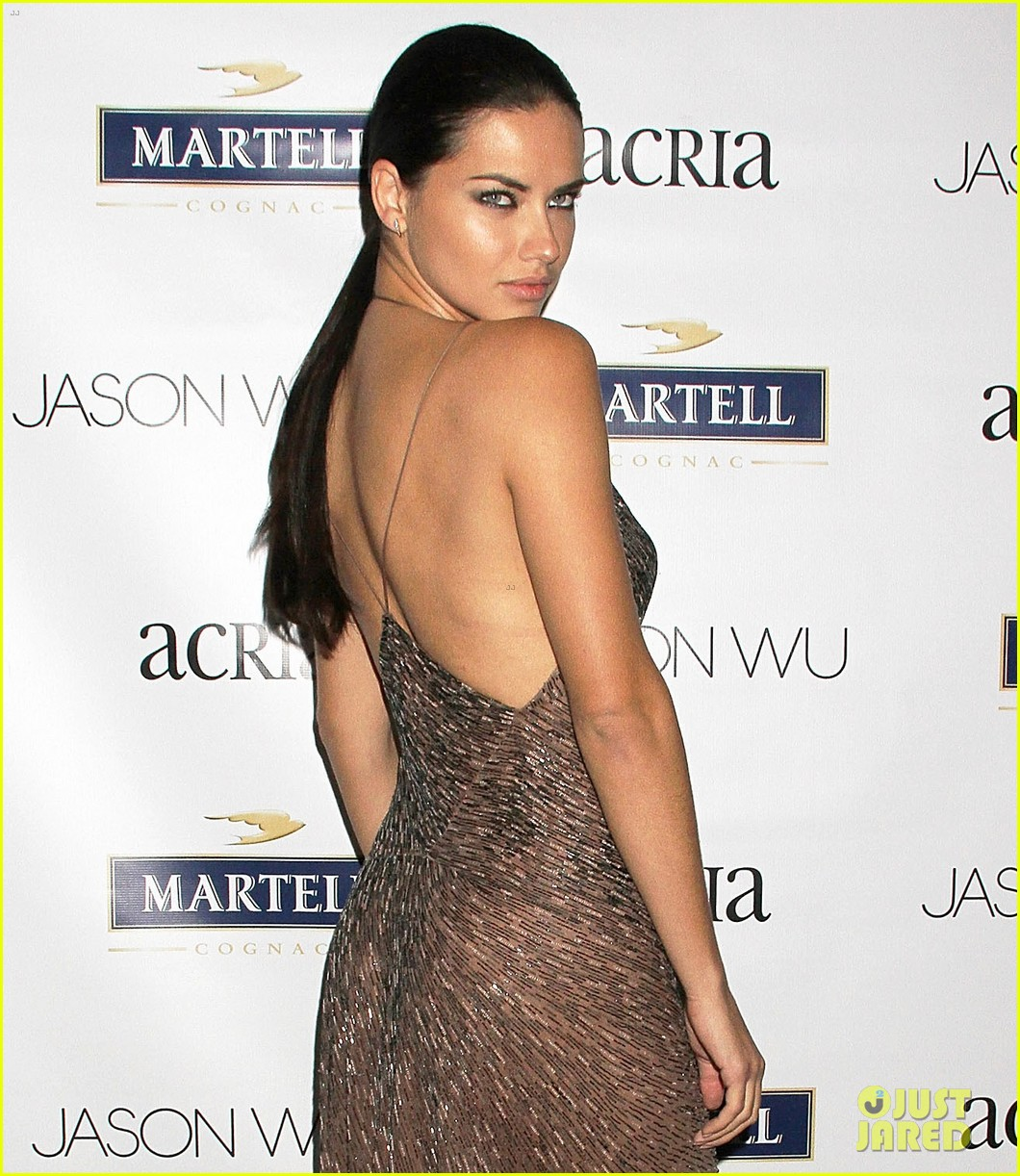 adriana lima jaime king represent jason wu at young friends of acria summer soiree 043133835