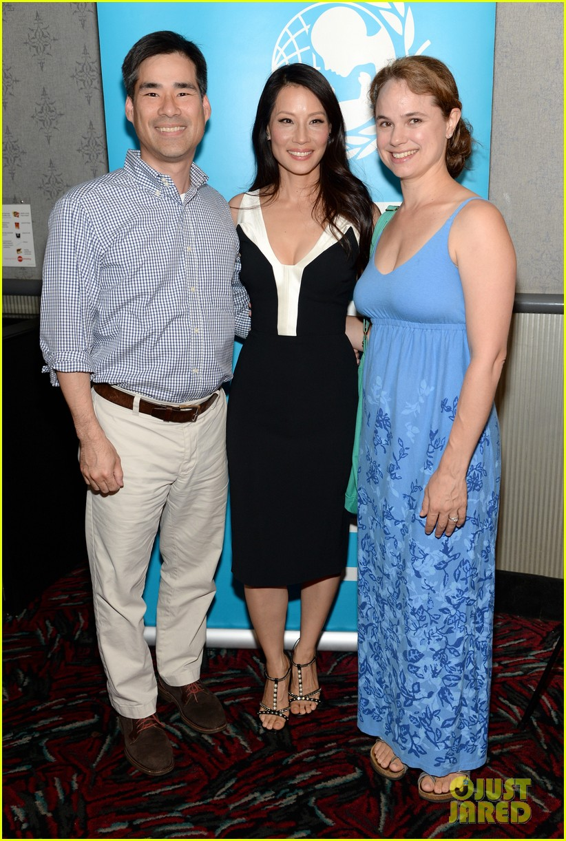lucy liu gets support from carla gugino at her meena premiere 053144644
