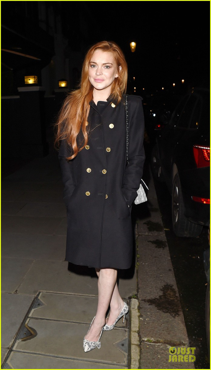 lindsay lohan change it up for dinner 19