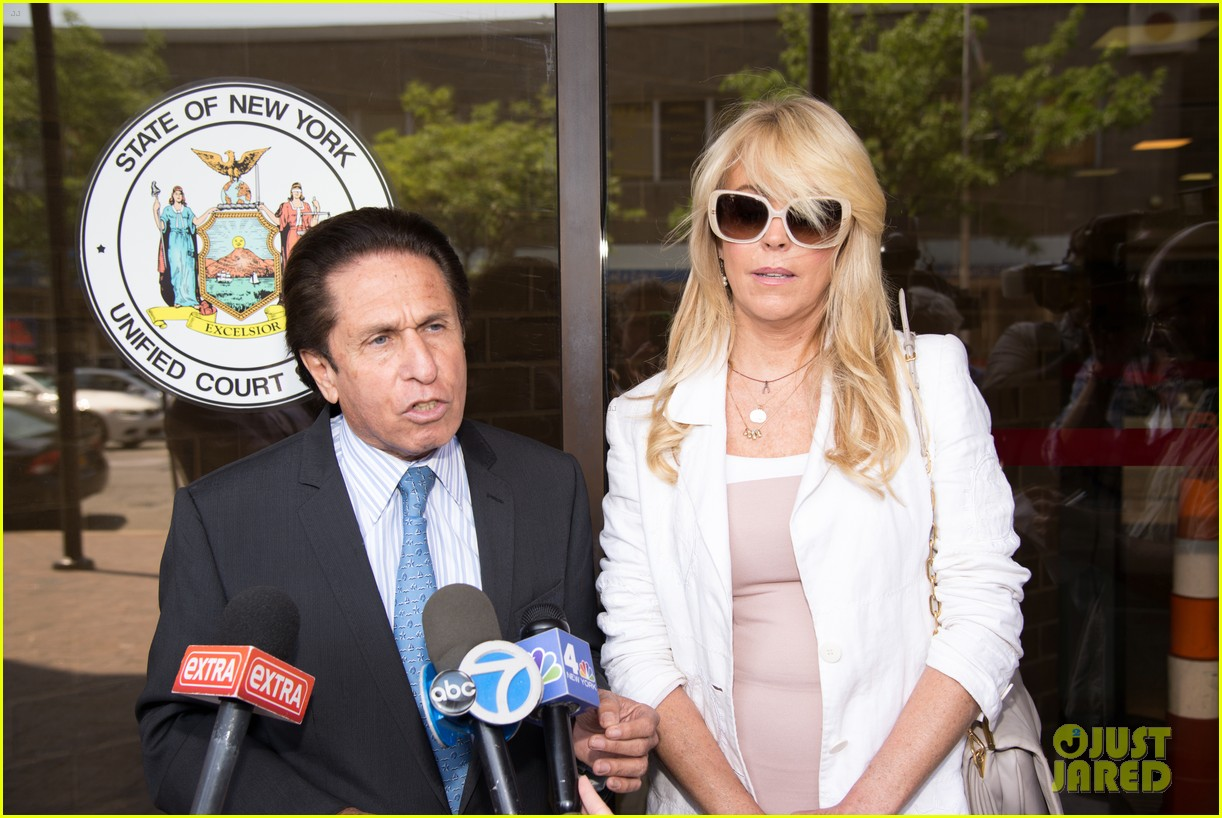 lindsay lohans mom dina lohan charged in dui case 073127952