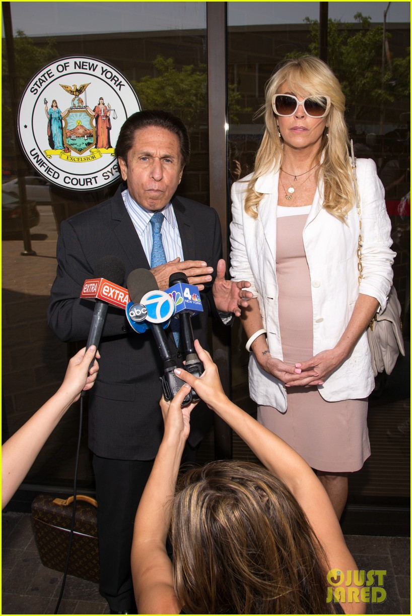 lindsay lohans mom dina lohan charged in dui case 083127953