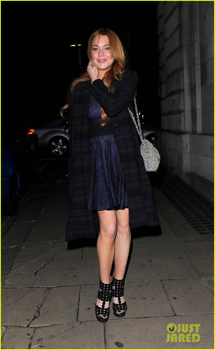lindsay lohan changes up her look to evening wear for night out 013143015