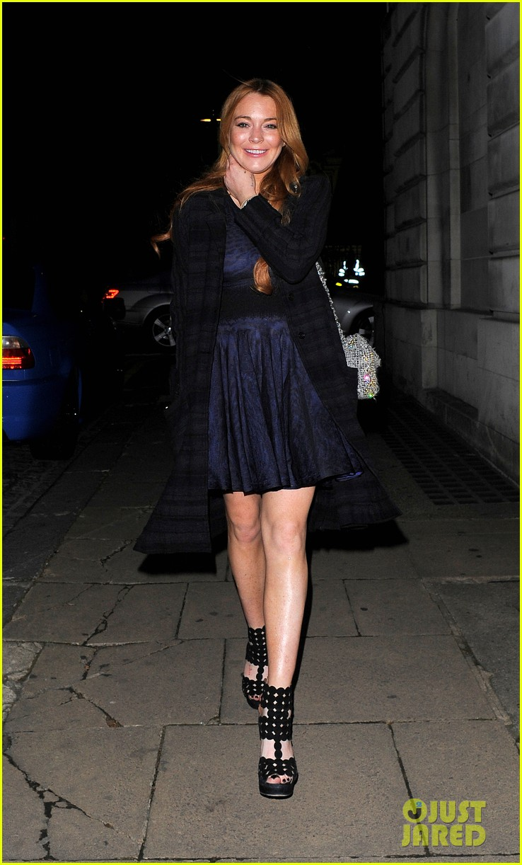 lindsay lohan changes up her look to evening wear for night out 143143028