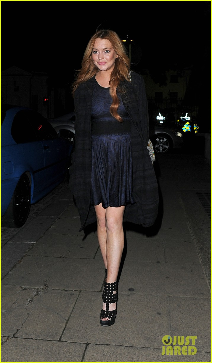 lindsay lohan changes up her look to evening wear for night out 163143030