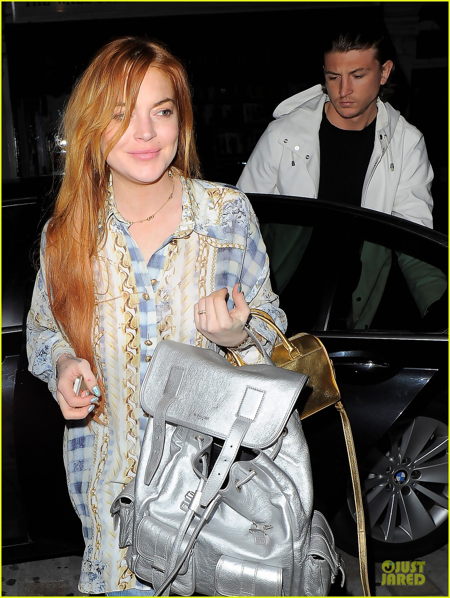 lindsay lohan margot robbie red heads at chiltern firehouse 02