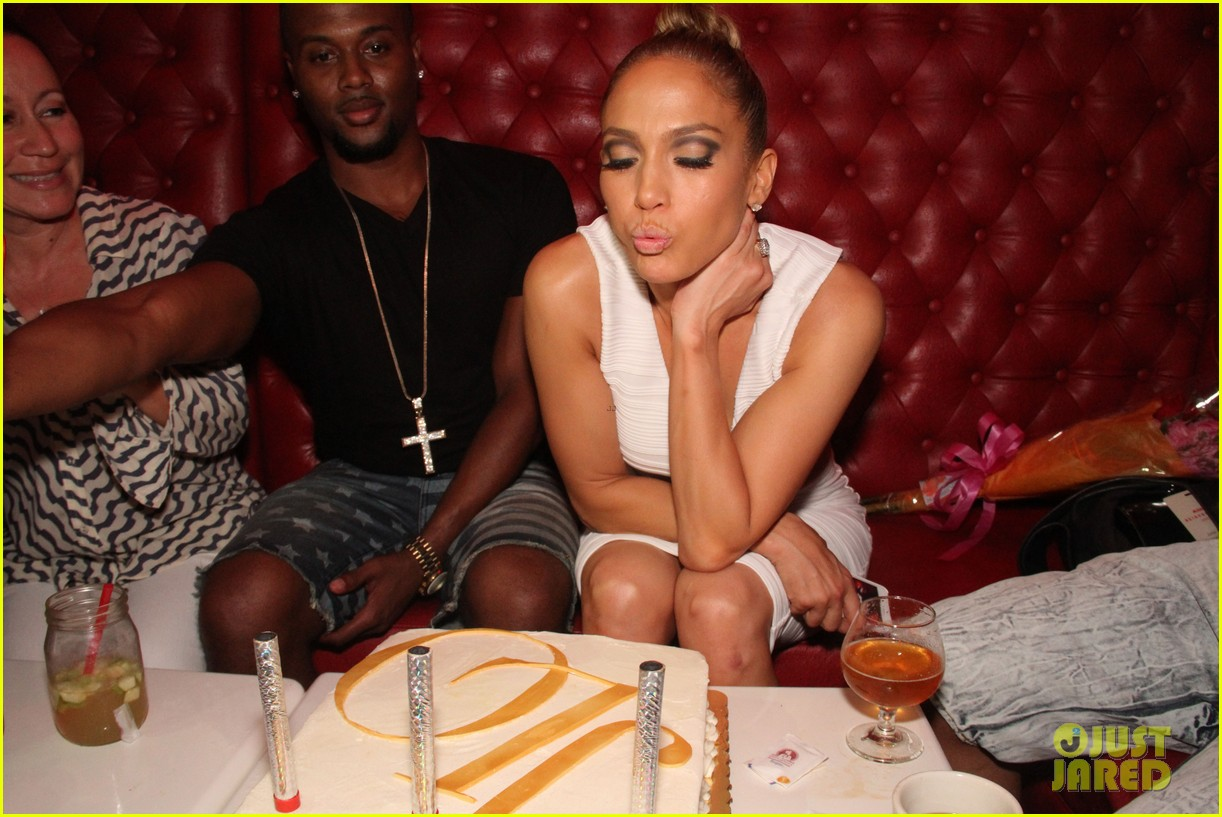 jennifer lopez celebrates her hometown concert with ti 29