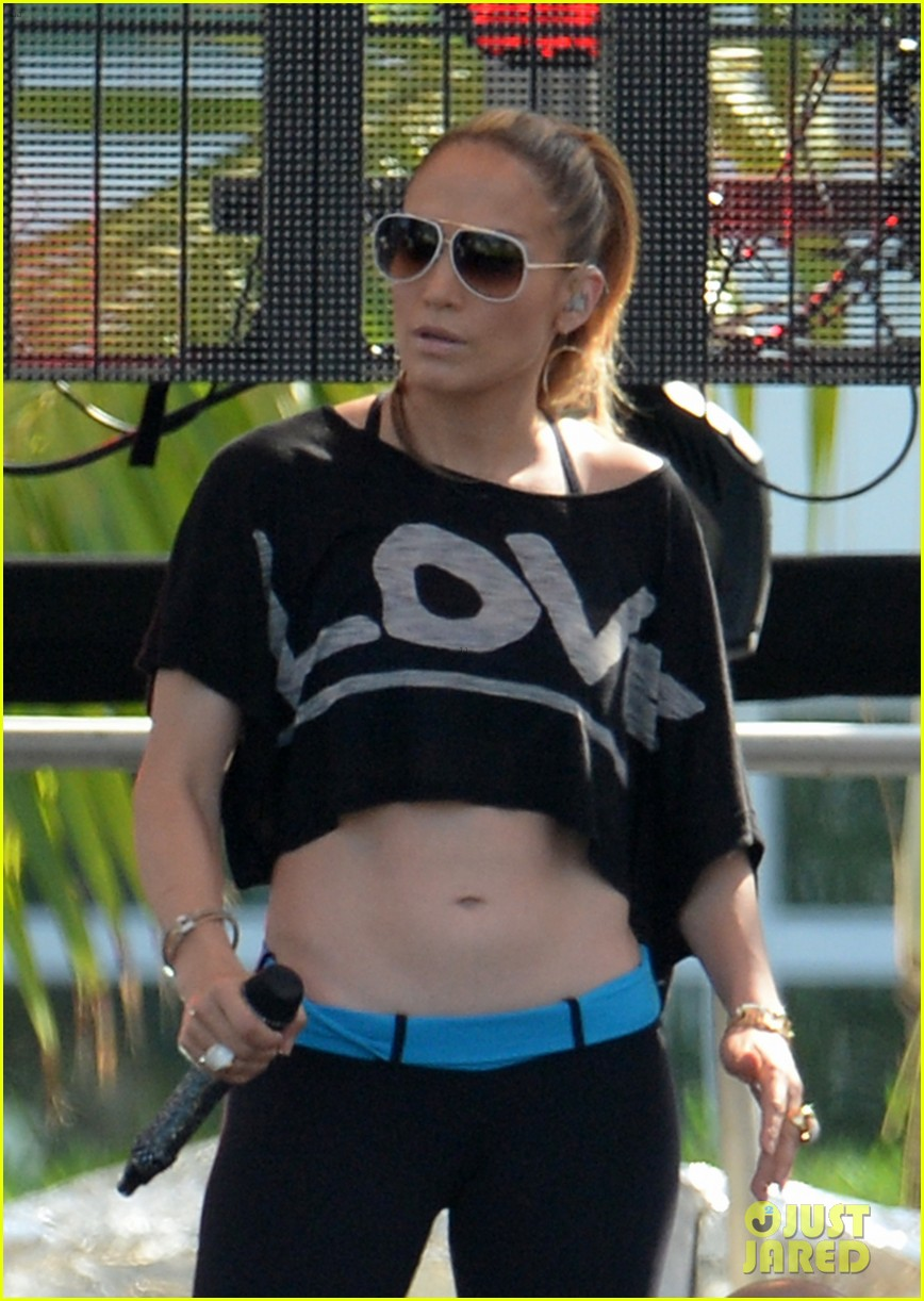 jennifer lopez bares amazing abs at iheartradio pool party 043145783