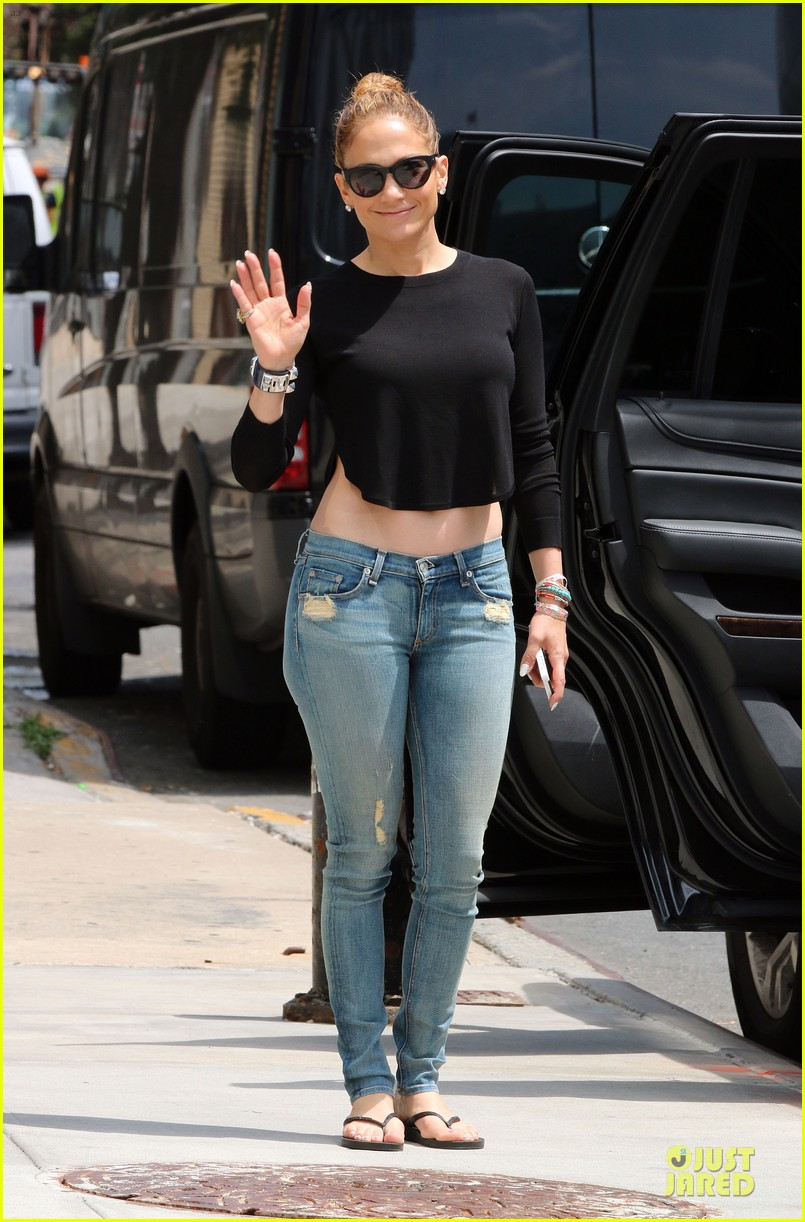jennifer lopez bare midriff sight to see in nyc 013147083