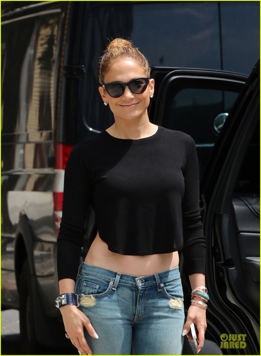 jennifer lopez bare midriff sight to see in nyc 023147084