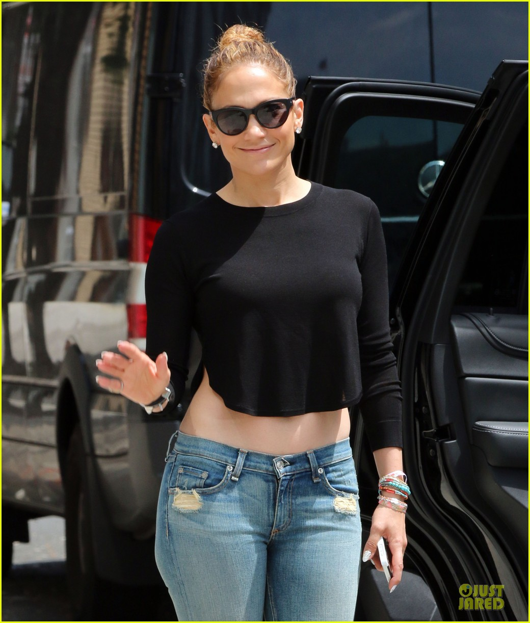 jennifer lopez bare midriff sight to see in nyc 043147086