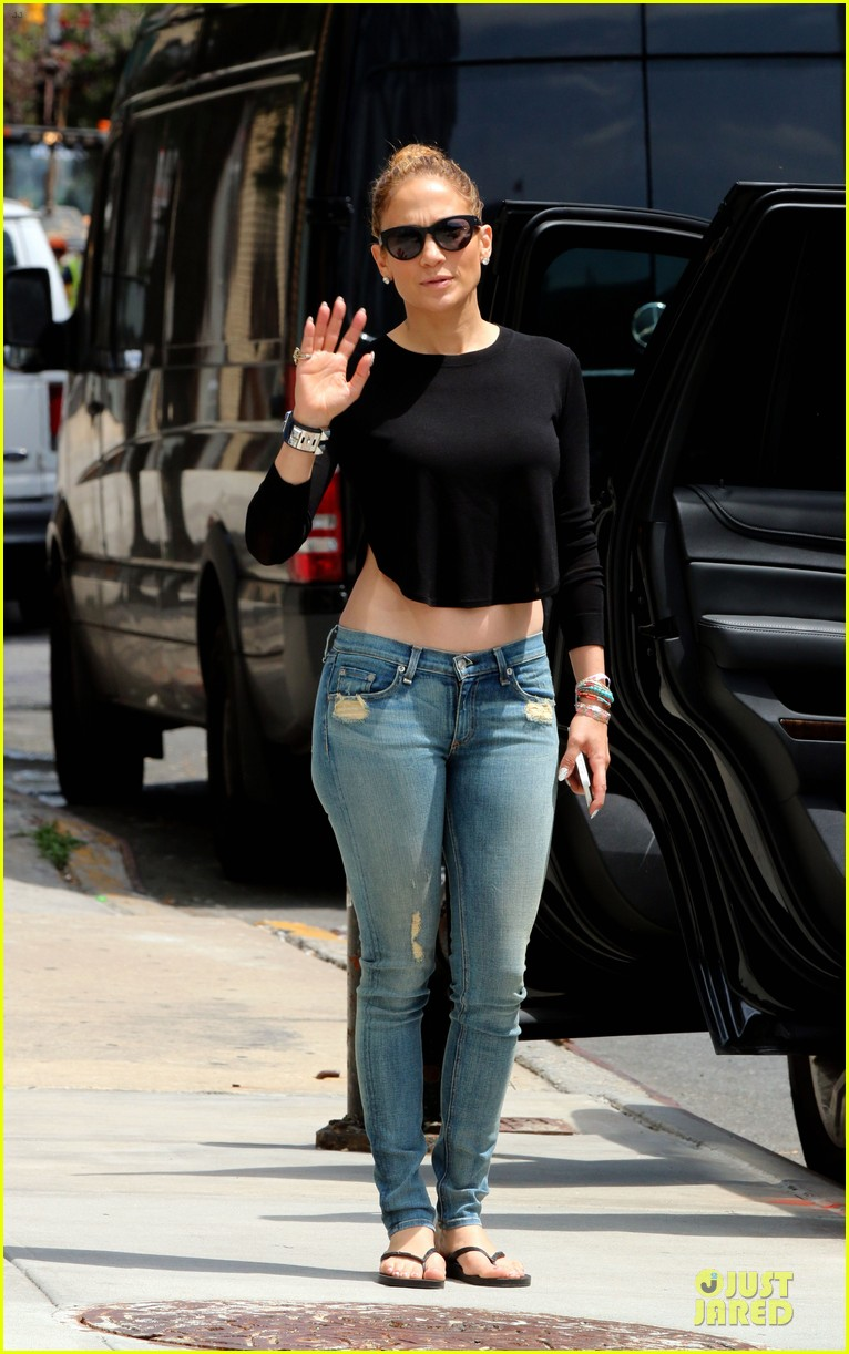 jennifer lopez bare midriff sight to see in nyc 05
