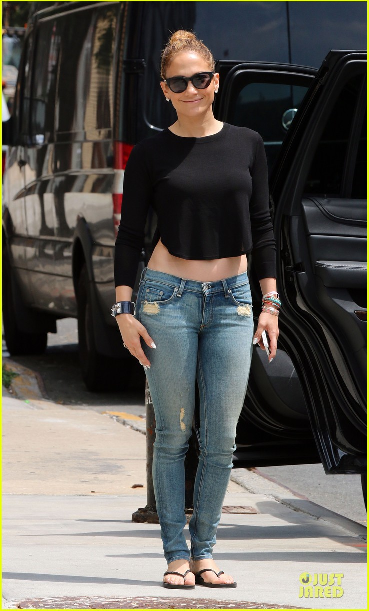 jennifer lopez bare midriff sight to see in nyc 08