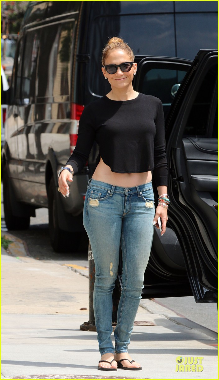jennifer lopez bare midriff sight to see in nyc 10