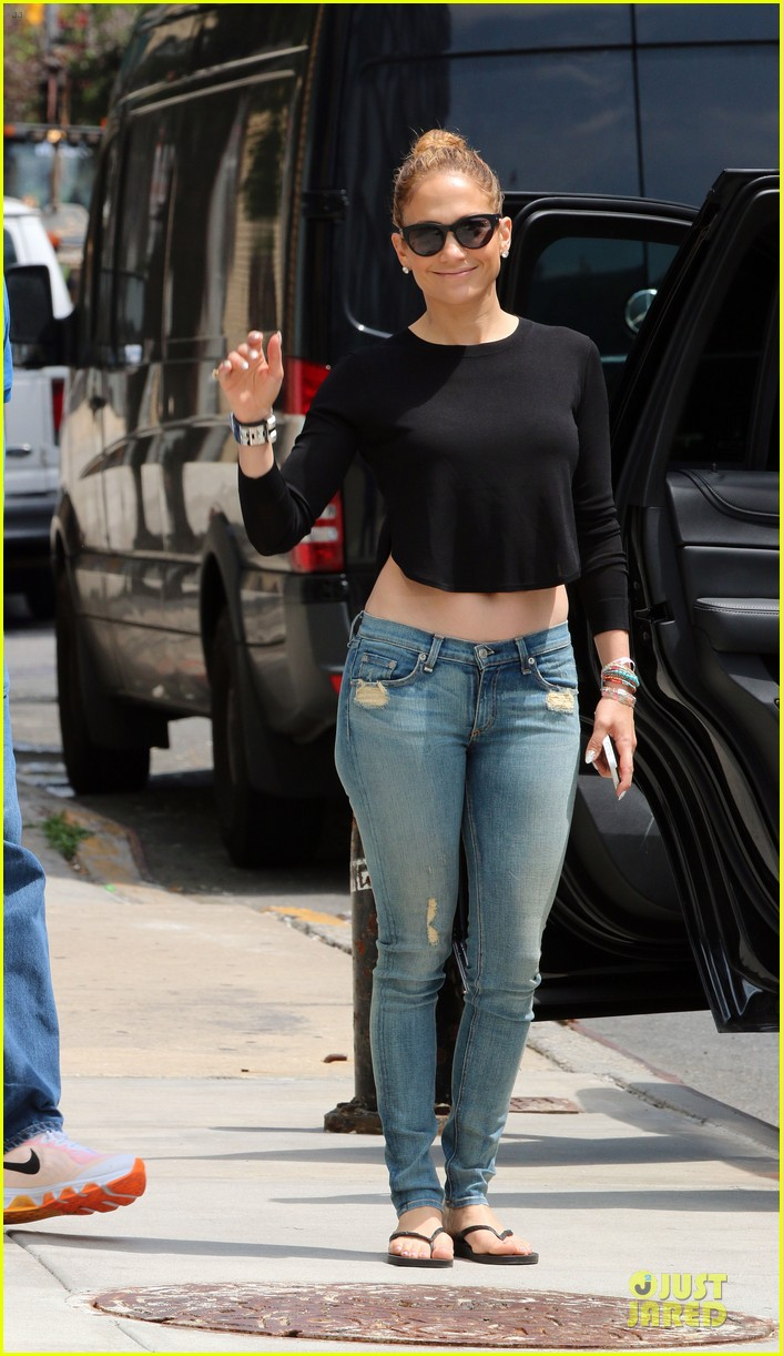 jennifer lopez bare midriff sight to see in nyc 11