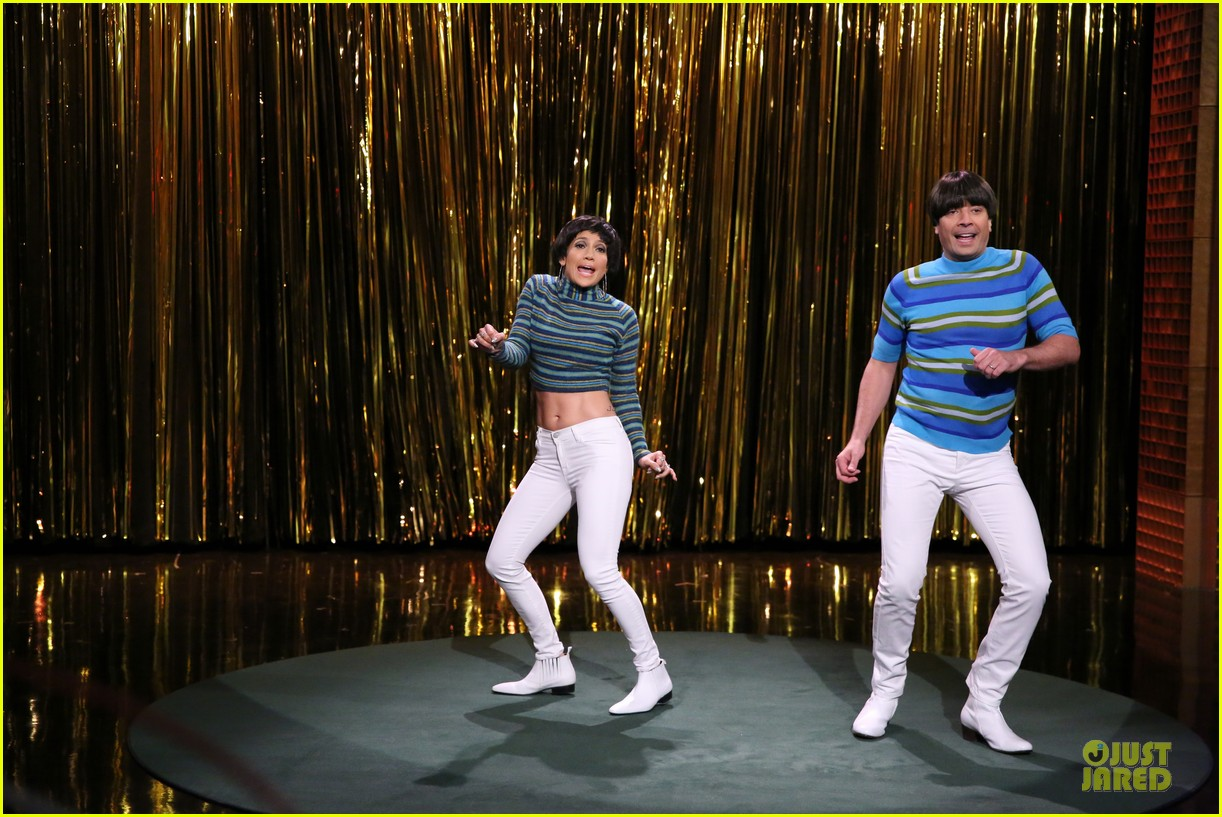 jennifer lopez shows abs during tonight show dance 013132184
