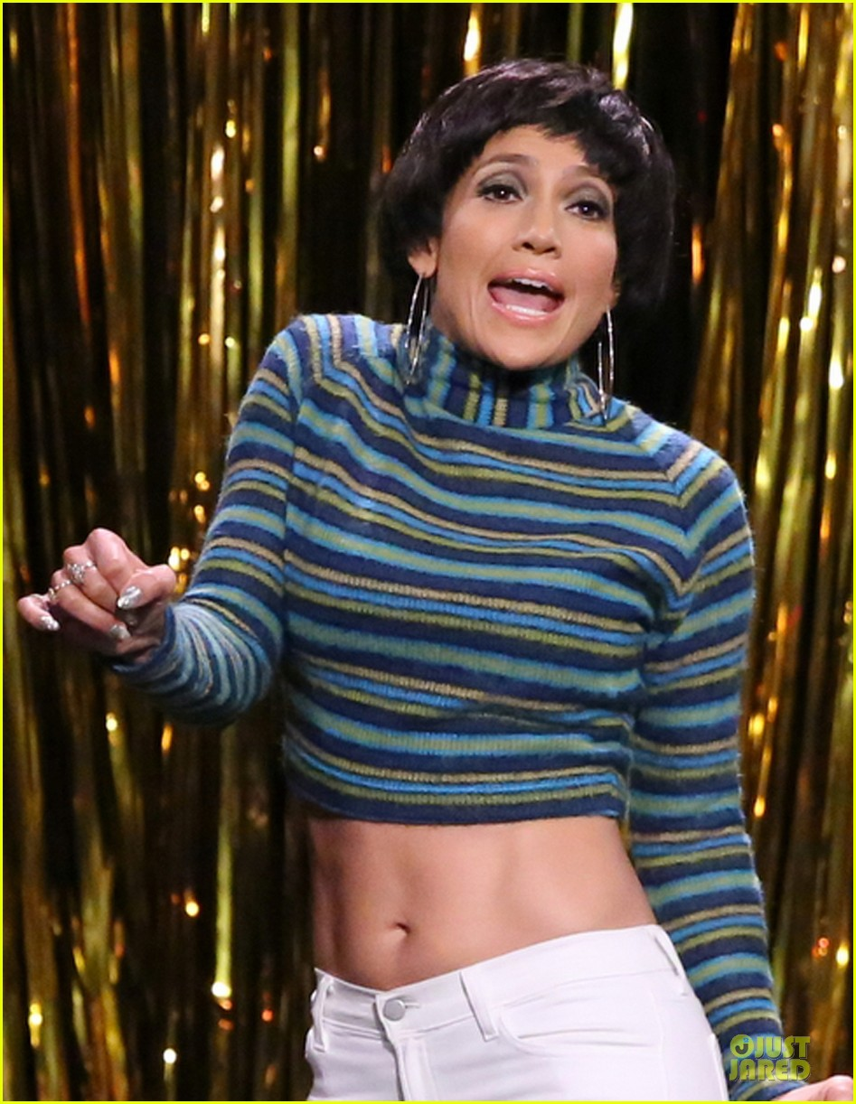 jennifer lopez shows abs during tonight show dance 02