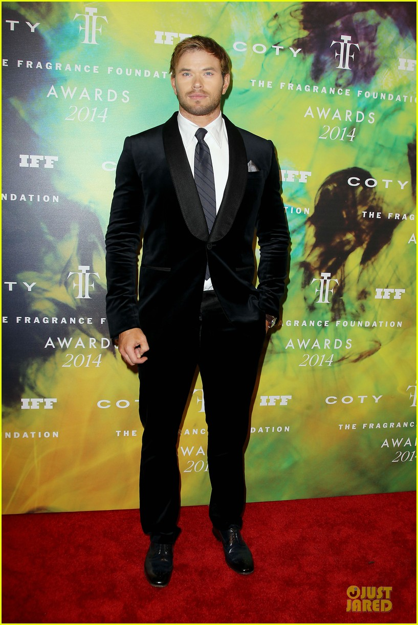 kellan lutz michael c hall dress fragrance foundation awards 013136999