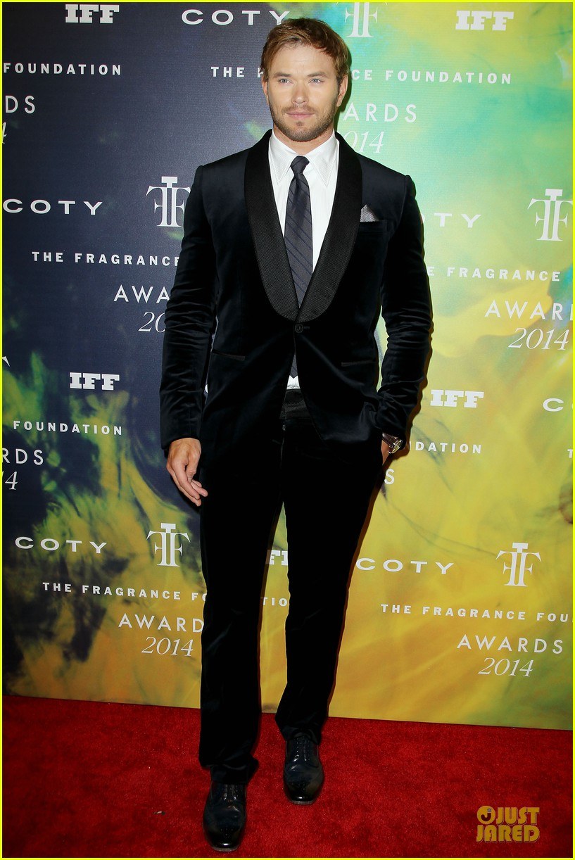 kellan lutz michael c hall dress fragrance foundation awards 053137003