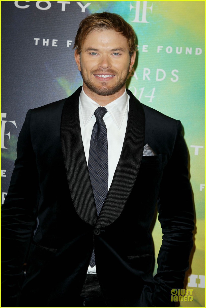 kellan lutz michael c hall dress fragrance foundation awards 113137009