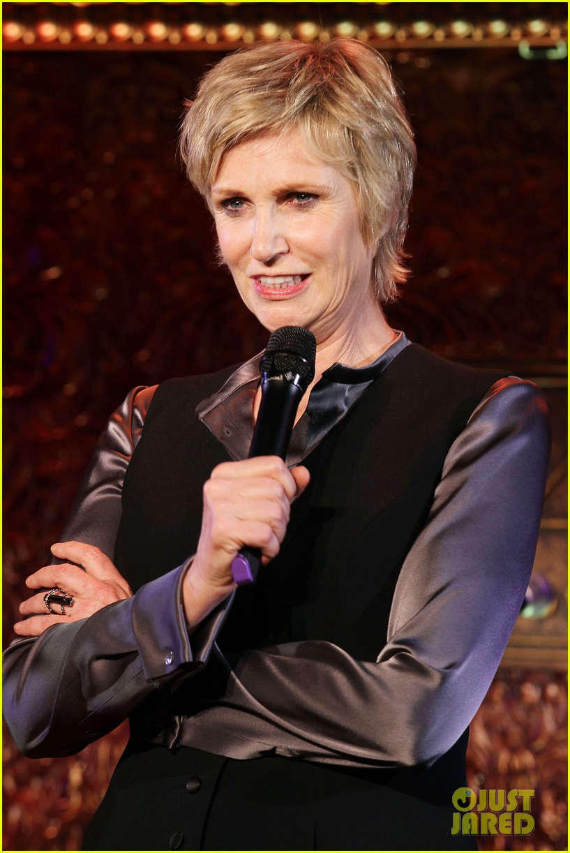 jomatthew morrison kisses jane lynch on stage for her solo concert debut 043138858