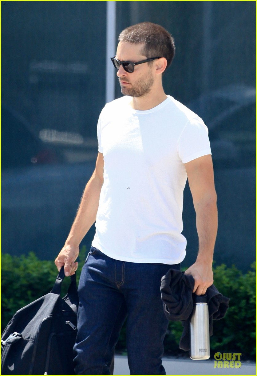 tobey maguire bulking up at gym 043135780