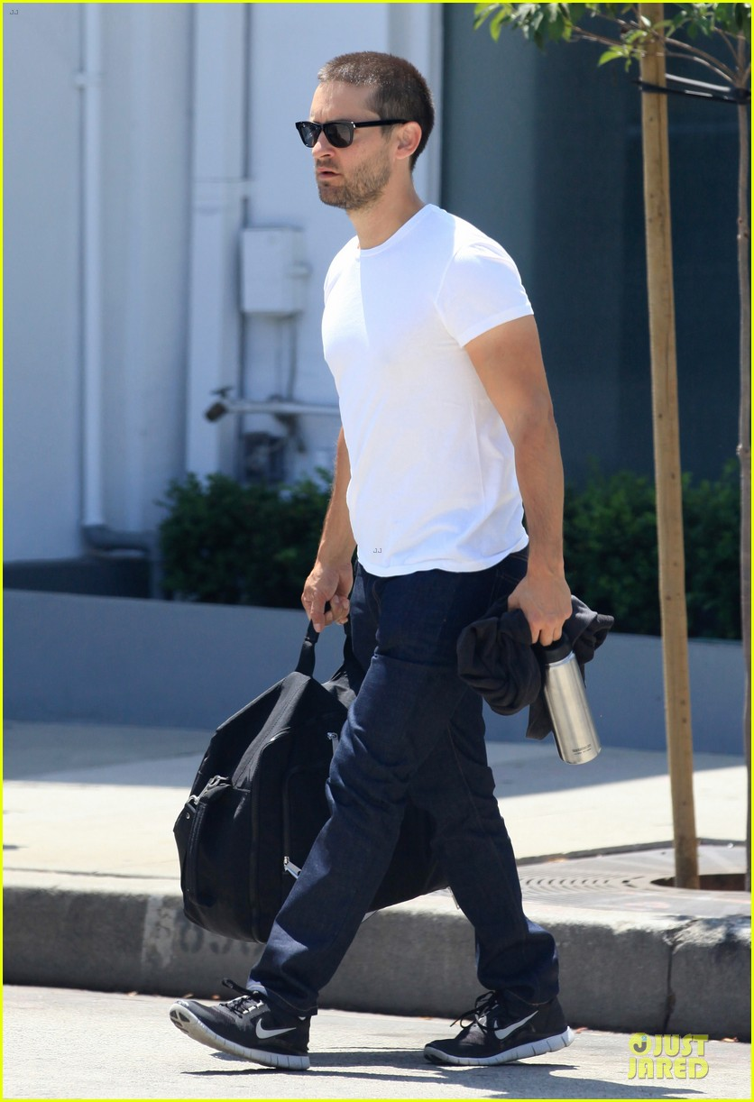tobey maguire bulking up at gym 053135781