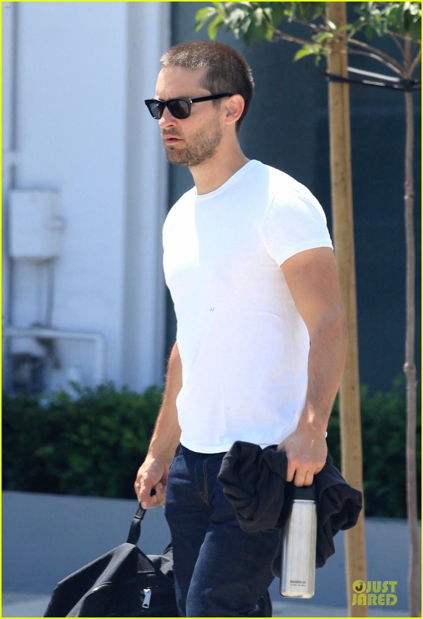 tobey maguire bulking up at gym 073135783