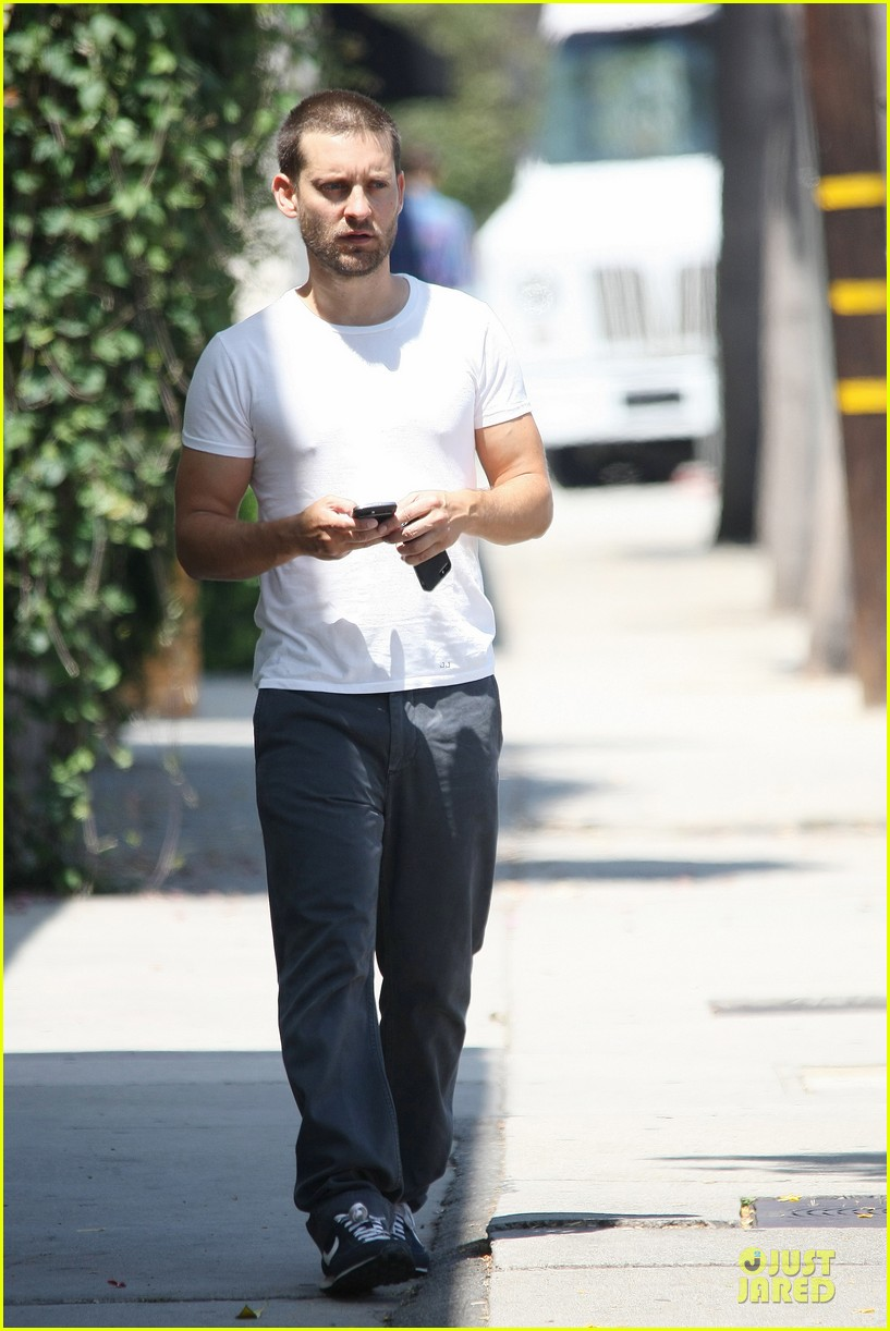 tobey maguire bulking up at gym 163135792