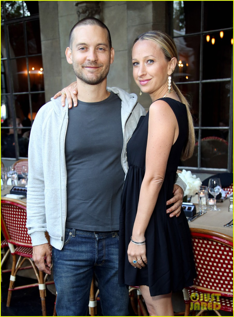 tobey maguire supports wife jennifer meyer zoe report dinner 023138883