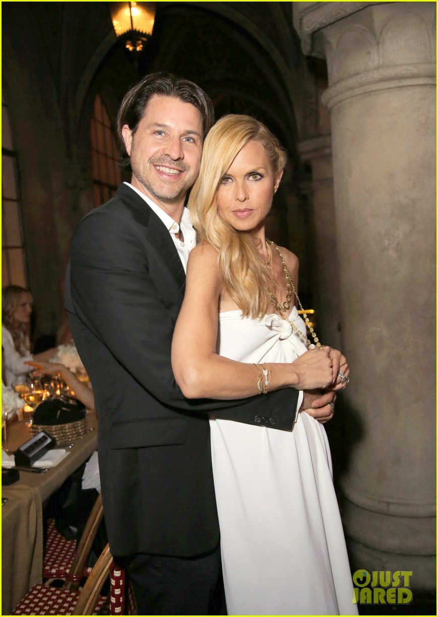 tobey maguire supports wife jennifer meyer zoe report dinner 093138890