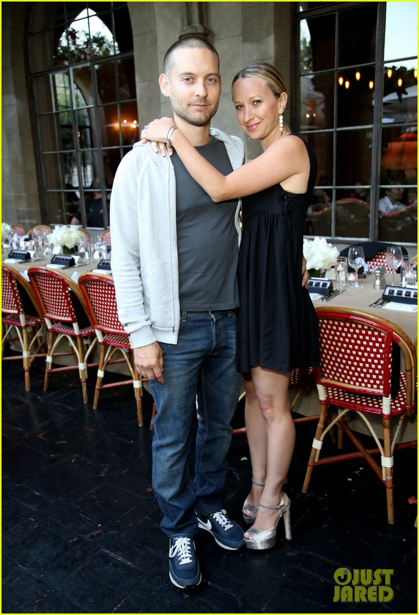 tobey maguire supports wife jennifer meyer zoe report dinner 22