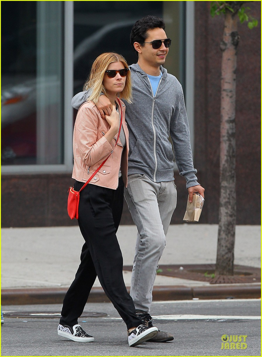 kate mara max minghella cute couple in nyc 05