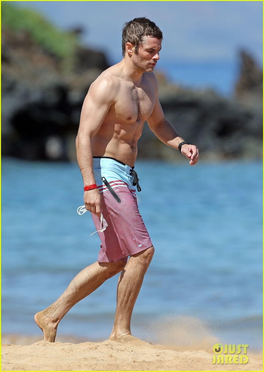 shirtless james marsden shows ripped body in hawaii 093131780