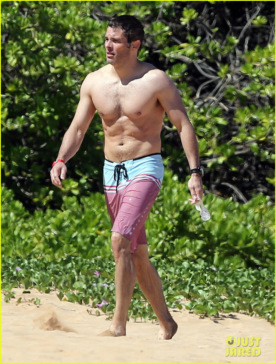 shirtless james marsden shows ripped body in hawaii 143131785