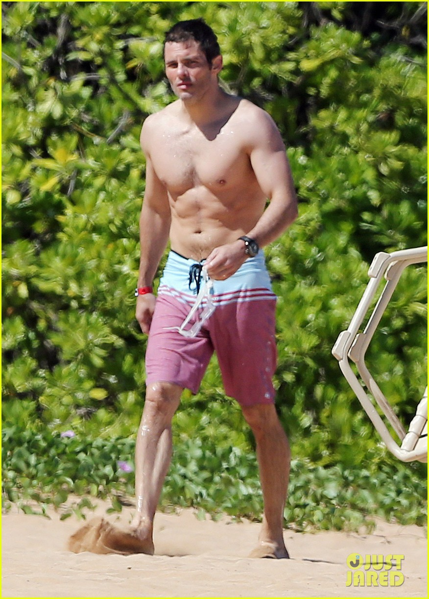 shirtless james marsden shows ripped body in hawaii 153131786