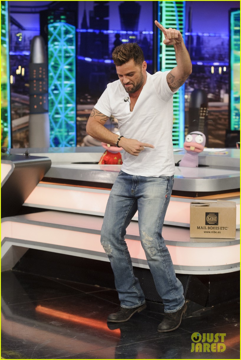 ricky martin recreates vida music video on el hormiguero 023132379