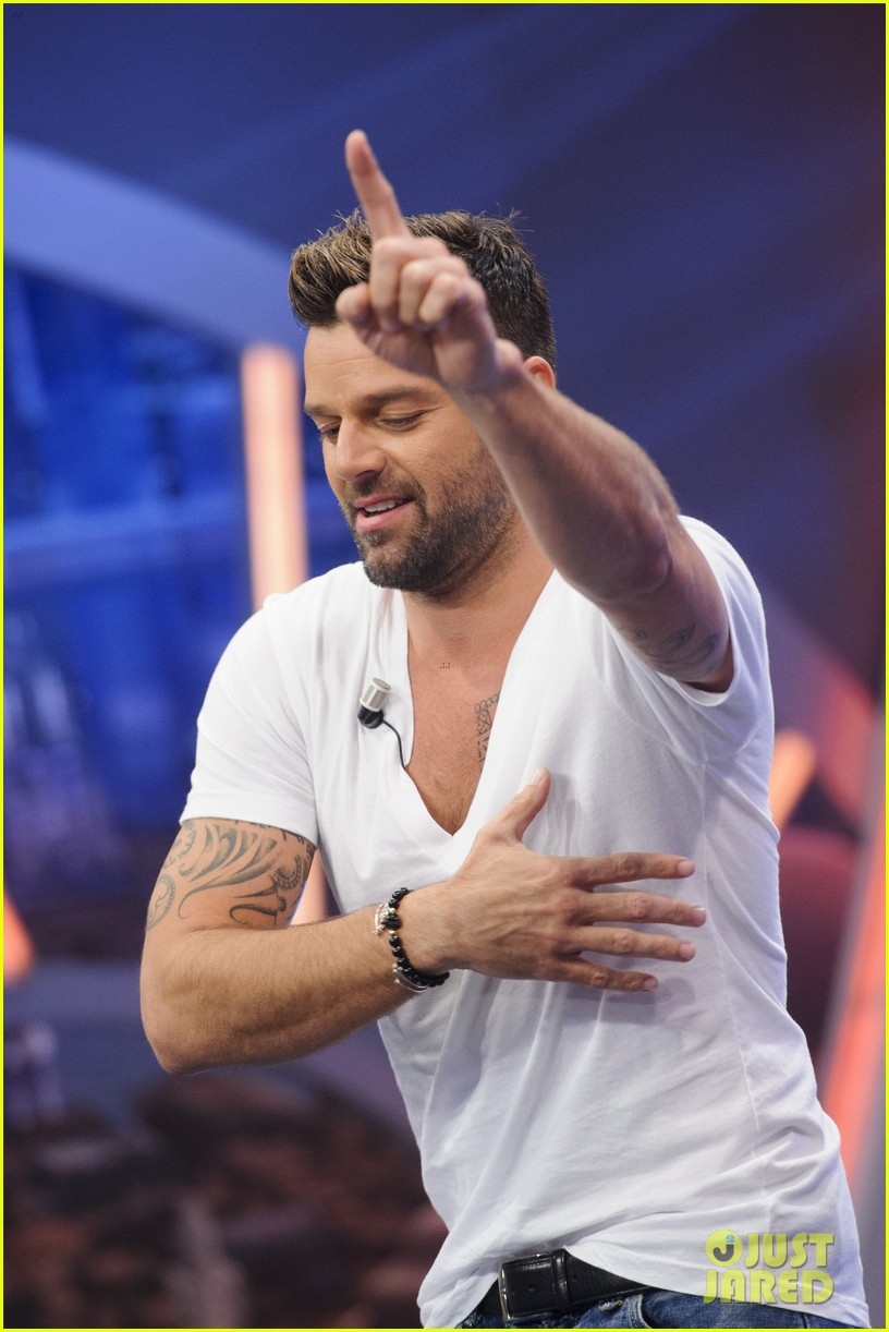 ricky martin recreates vida music video on el hormiguero 053132382