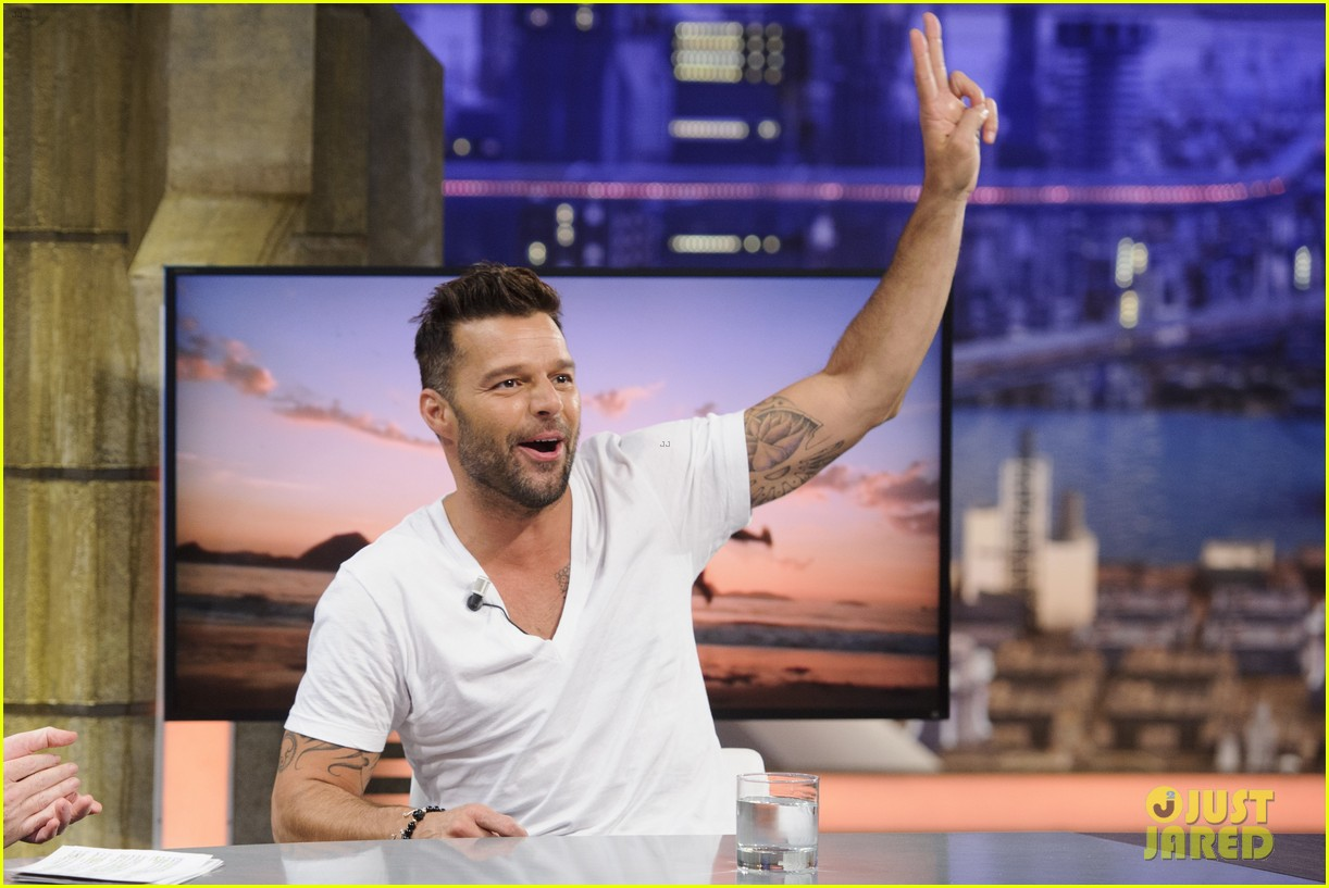 ricky martin recreates vida music video on el hormiguero 06