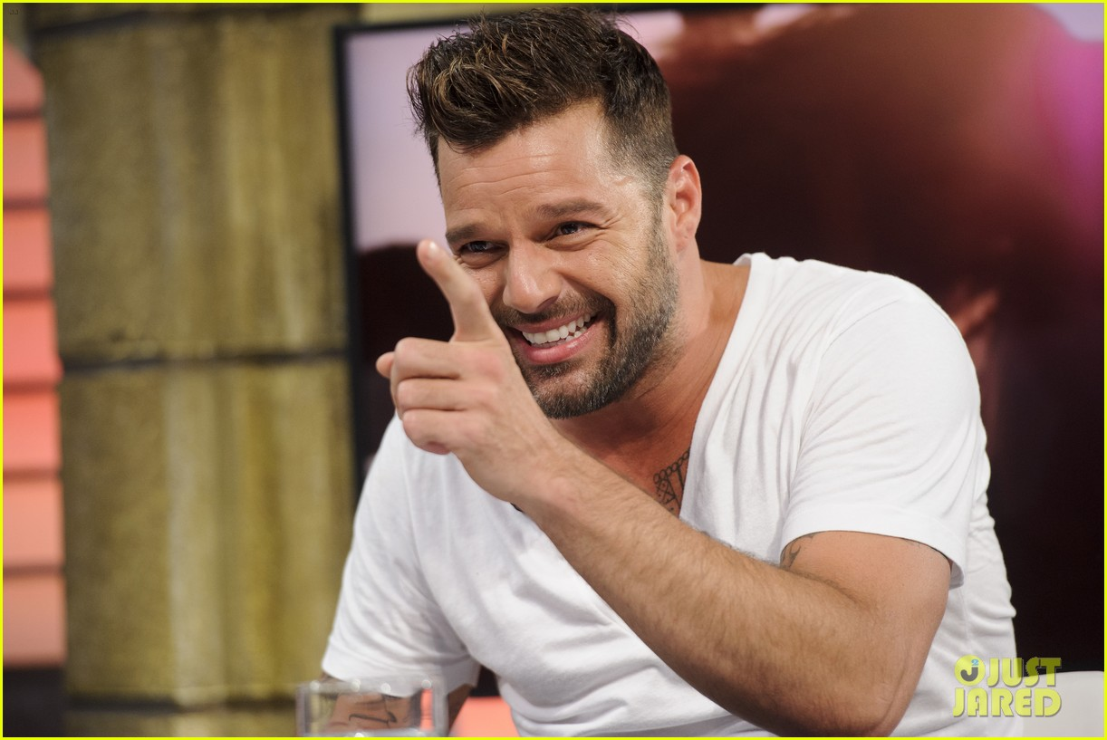 ricky martin recreates vida music video on el hormiguero 12