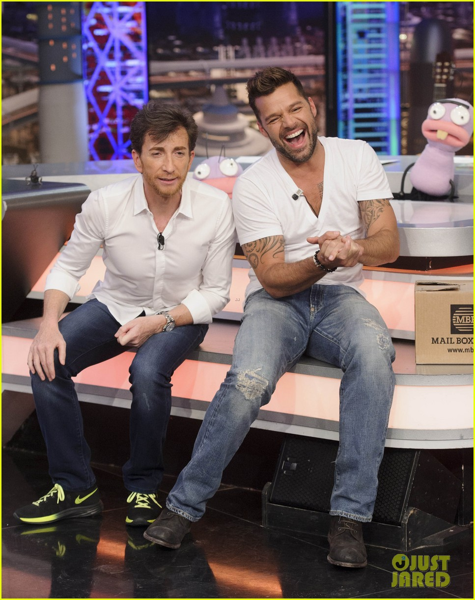 ricky martin recreates vida music video on el hormiguero 143132391