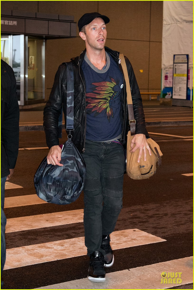 chris martin gets ready to rock japan with coldplay 103133561
