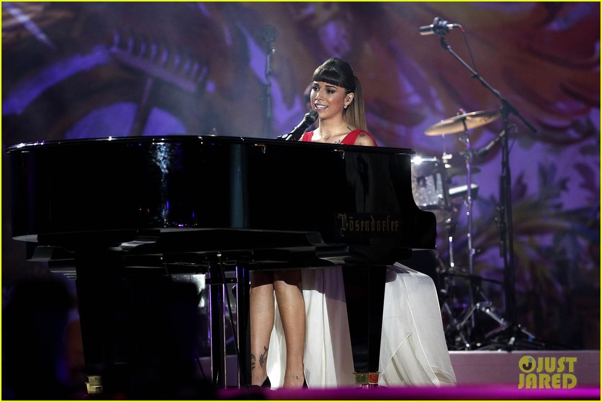 ricky martin christina perri perform at the life ball 023125657