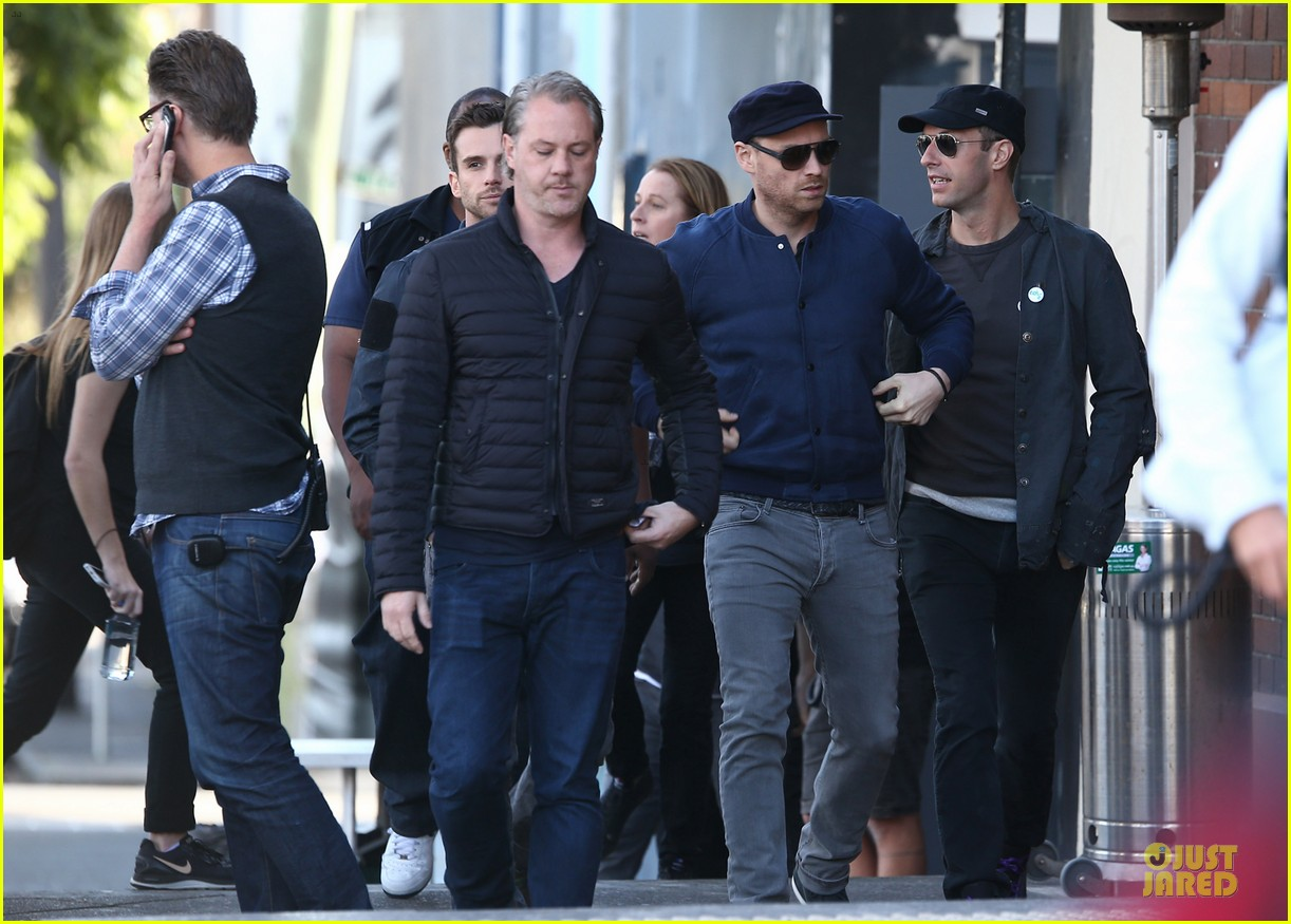 chris martin flaunts muscles on coldplay music video 053137543