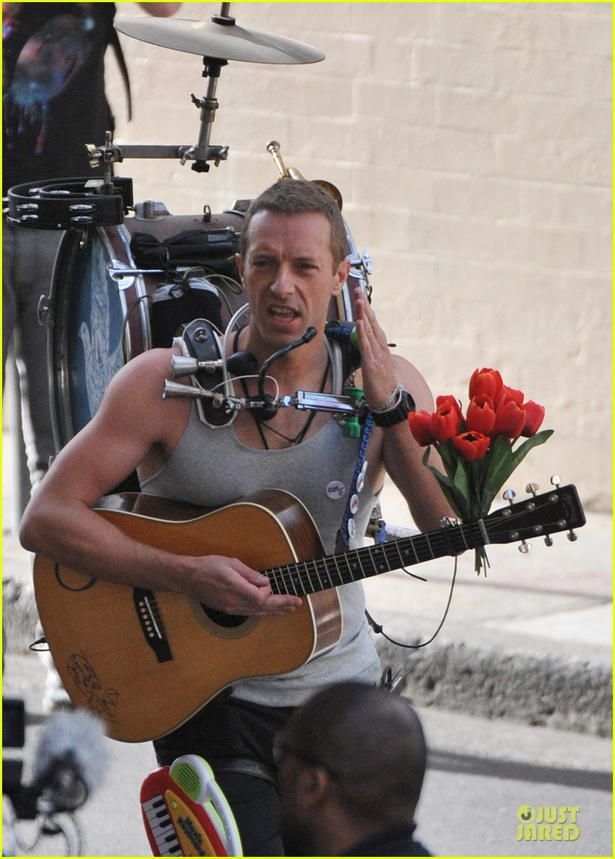 chris martin flaunts muscles on coldplay music video 223137560