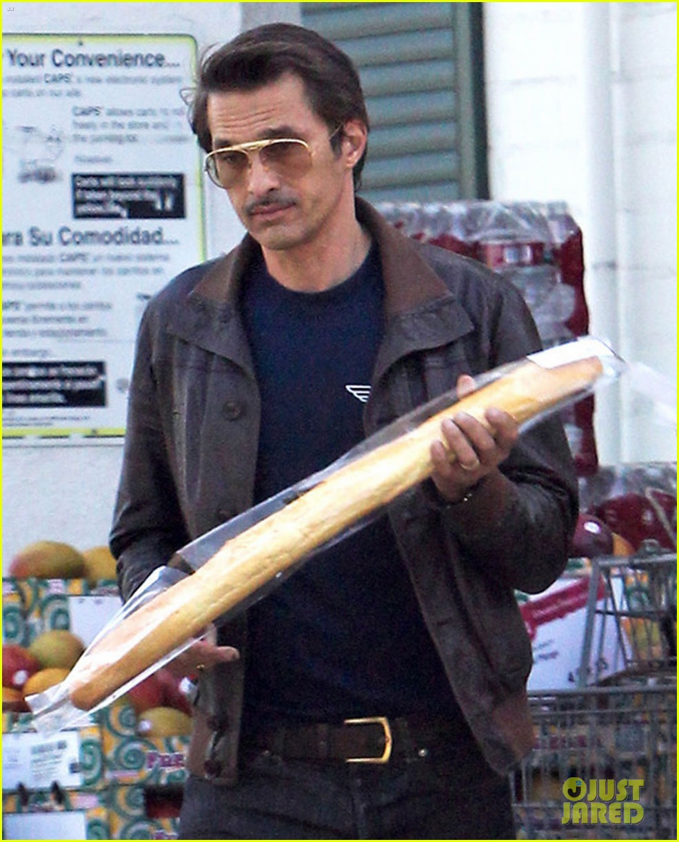 olivier martinez satisfies his baguette craving 043139954