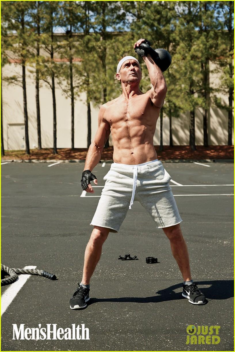 tim mcgraw shirtless mens health 023138303