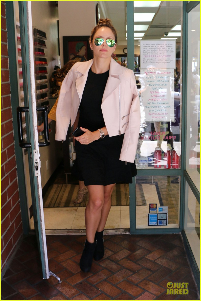 katharine mcphee likes to pair black with cool colored jackets 163137613